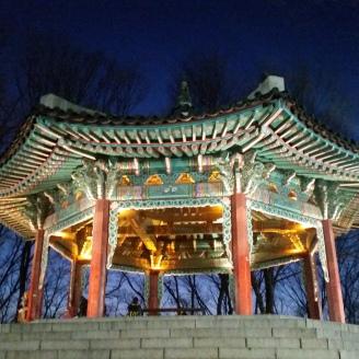 Gipfelpavillon bei Nacht