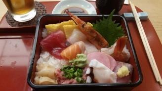 Sashimi-Box mit Reis